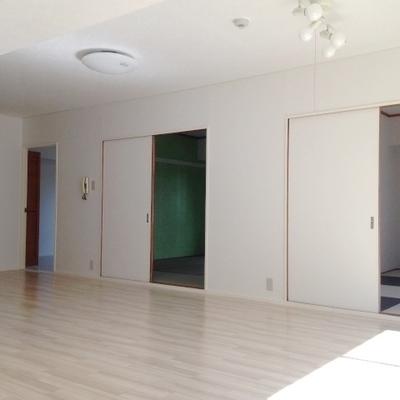 洋室は3部屋並んでいます。