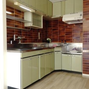 キッチンはガスコンロ設置の必要があります。
