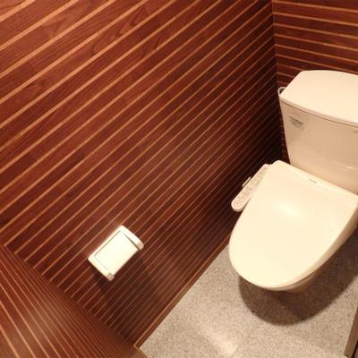 ロッジのトイレみたいな内装。こちらも新品。