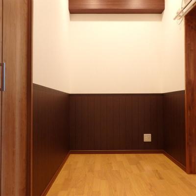 こちらのお部屋は3.7帖。正直狭いです。