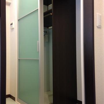 洗濯機と冷蔵庫はこちらに隠せます。