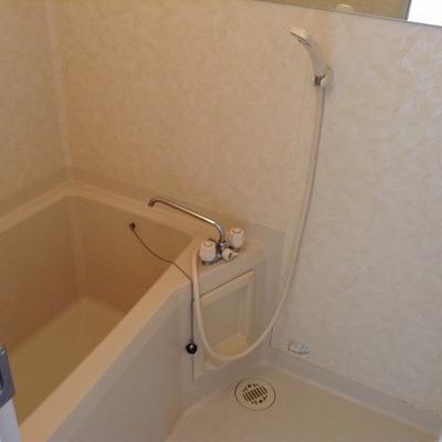 お風呂も清潔感あります。※写真は前回募集時のものです