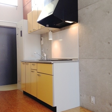 キッチンはIHが2口。※写真は、前回撮影時のもの