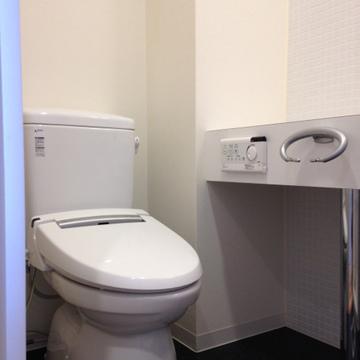 ウォシュレット付きのきれいなトイレ。