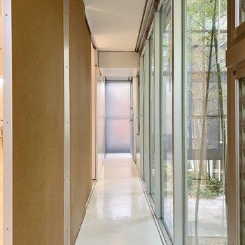 引き戸を締めると廊下感が増しますね。