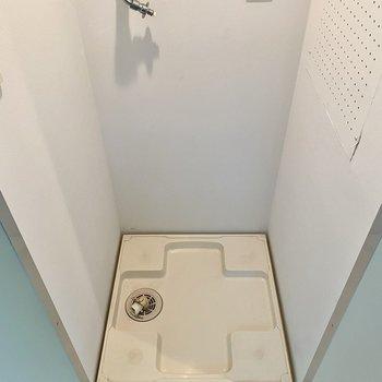洗濯機置き場。扉付きで生活感を上手く隠せそう!