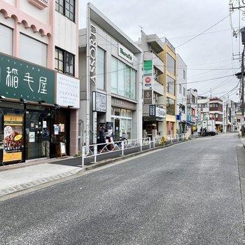 飲食店も多い印象。すぐ近くに2箇所もスーパーがありますよ。