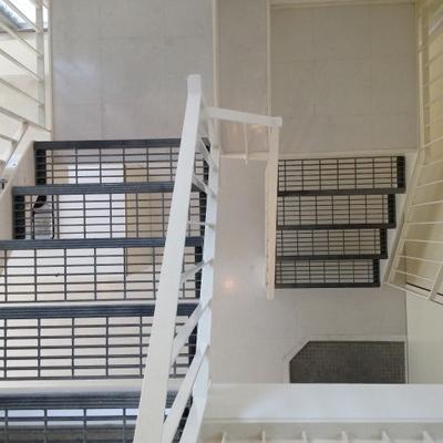 階段部分。格子状になっていておしゃれ。