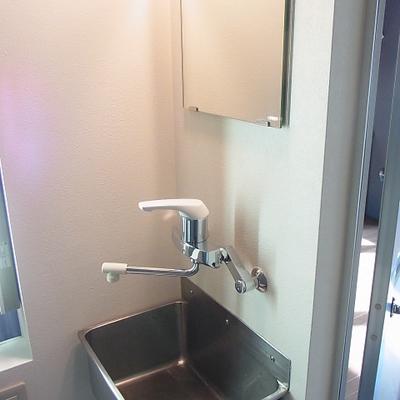 洗面台シンプルですがスタイリッシュ
