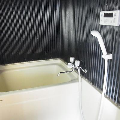 お風呂はチョイ狭めですが追い焚き付き