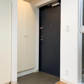 玄関はコンパクトに。