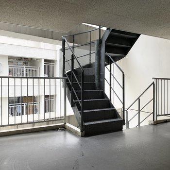 階段も近くに。