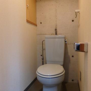 トイレの壁面も打ちっぱなし。