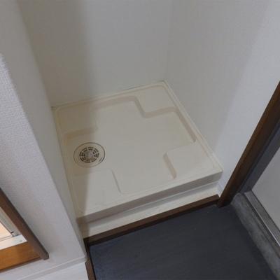 洗濯機は玄関入ってすぐのところに。