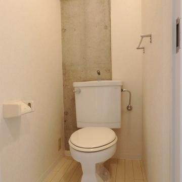 トイレにも打ちっぱなしが施されています。