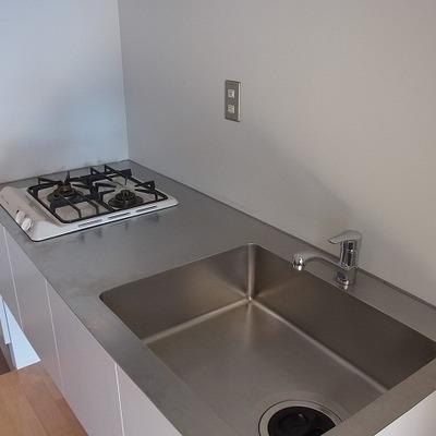 明るく使いやすいキッチン※別部屋