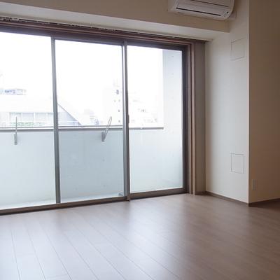 居室の窓も大きいです。