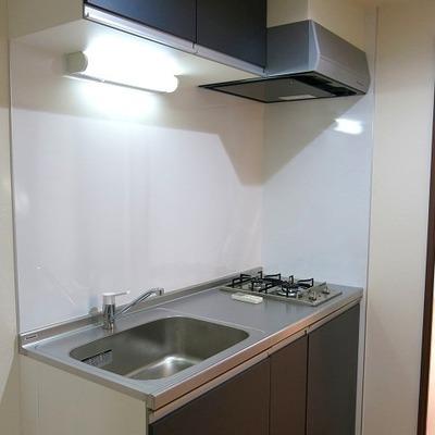 キッチンもスマートながら、ガスコンロ2口