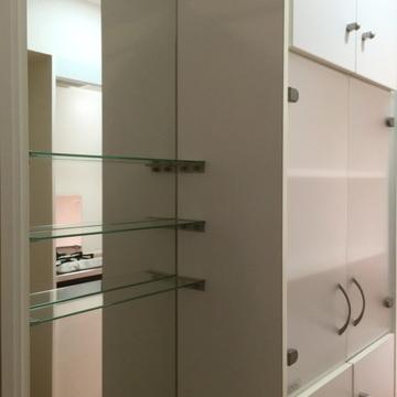 キッチン後ろの収納棚!鏡も!