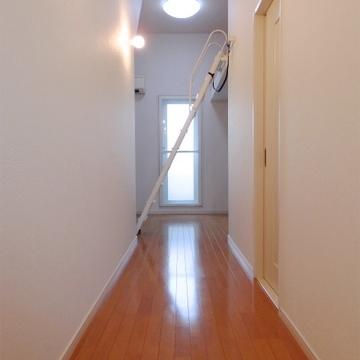 廊下部分。右隣りがサニタリー。
