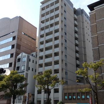 14階建ての細長いマンション