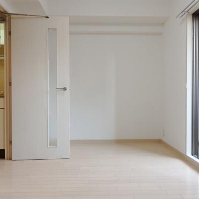 お部屋は6帖ほどの広さ。