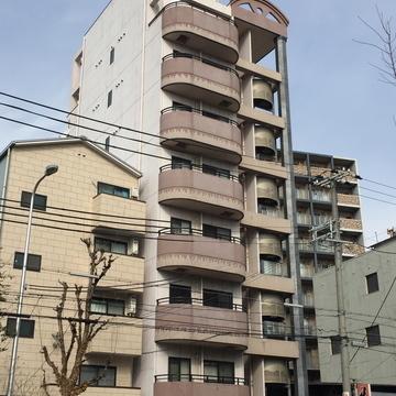 9階建てマンション。