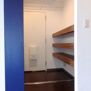 玄関部分には靴用の棚が。※写真は前回掲載時のものです。