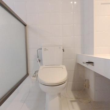 トイレはお風呂と同室ですが、パーテーションがあります。※写真は前回掲載時のものです。