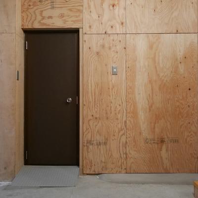 普段は扉から出入りします。