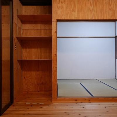 お隣に和室が隠れてます。