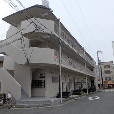 3階建てのRCマンション。