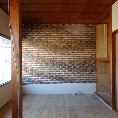 2階はレンガ調の壁で可愛らしく。
