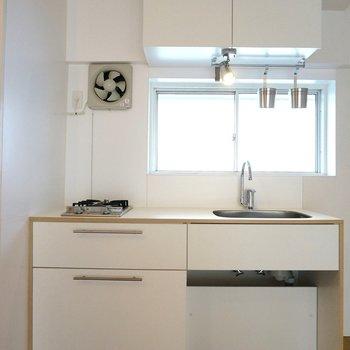 キッチンはオリジナルの二口ガスコンロ!