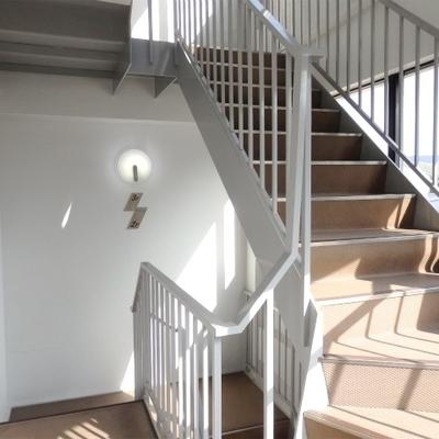 2階から3階まで階段になります。