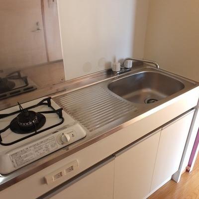 キッチンはコンパクトながら調理スペースあり! ※写真は前回募集時のものです