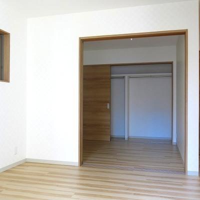 寝室とリビングが分けられるのがワンルームと違い良いですね!