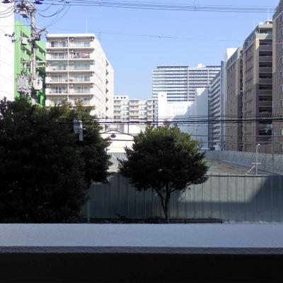 2階なので眺望は物足りないですが、日当たりは十分!