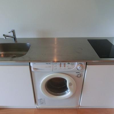 シンプルデザインの2口IHキッチン※写真は前回募集時のものです