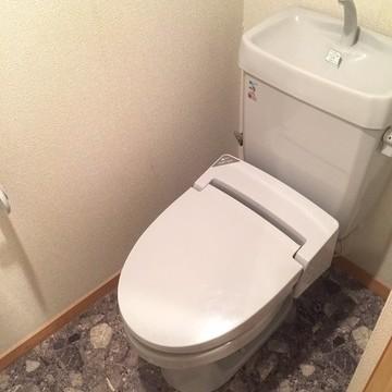 トイレも水色♪