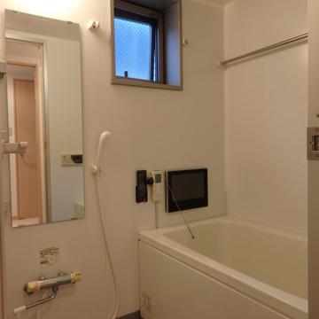 TV、追焚き、浴室乾燥と設備の整ったお風呂。