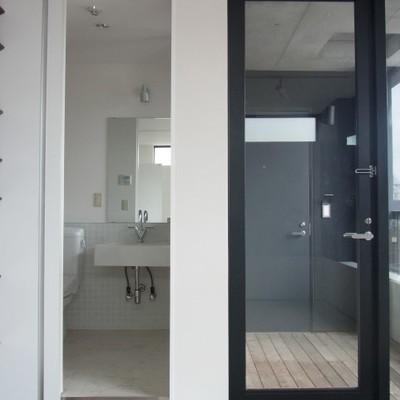 洗面台とポーチ※写真は同じ間取りの別部屋