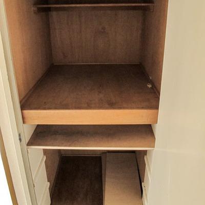 玄関すぐの押し入れ収納、棚付きにもなります!