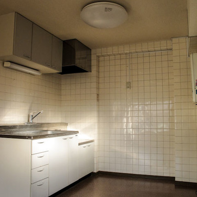 キッチンの壁はタイルでお掃除楽々