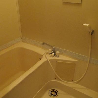 お風呂は意外と広かった印象です