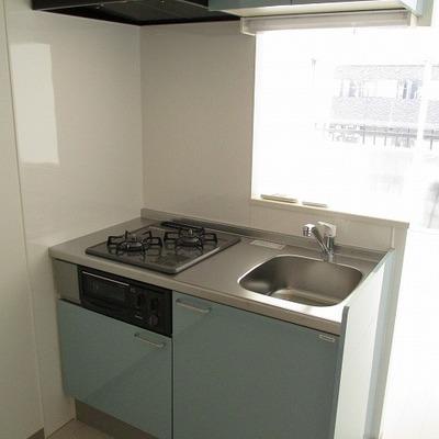 2口ガスコンロの対面キッチン。※写真は別部屋です