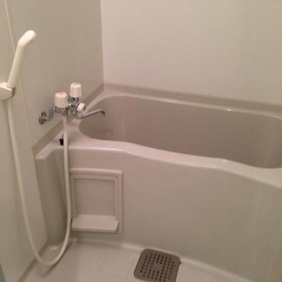 お風呂(写真は1階のお部屋です)