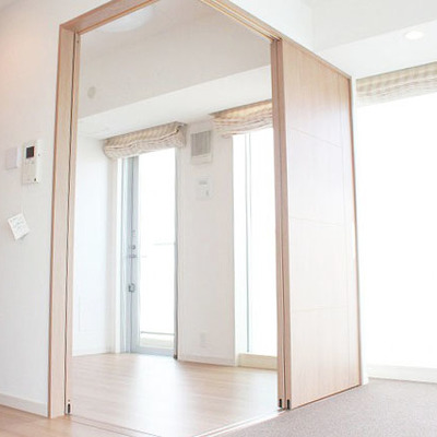 扉を閉める事で完全個室へ