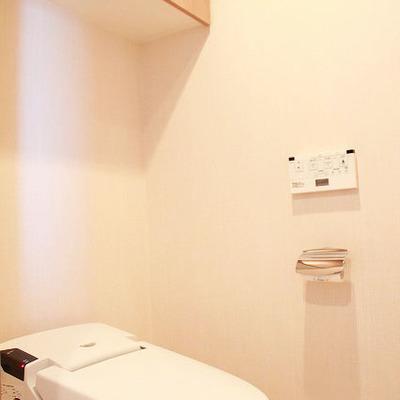 トイレ内には手洗い台が設置されています