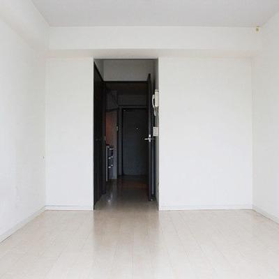 真っ白なお部屋です